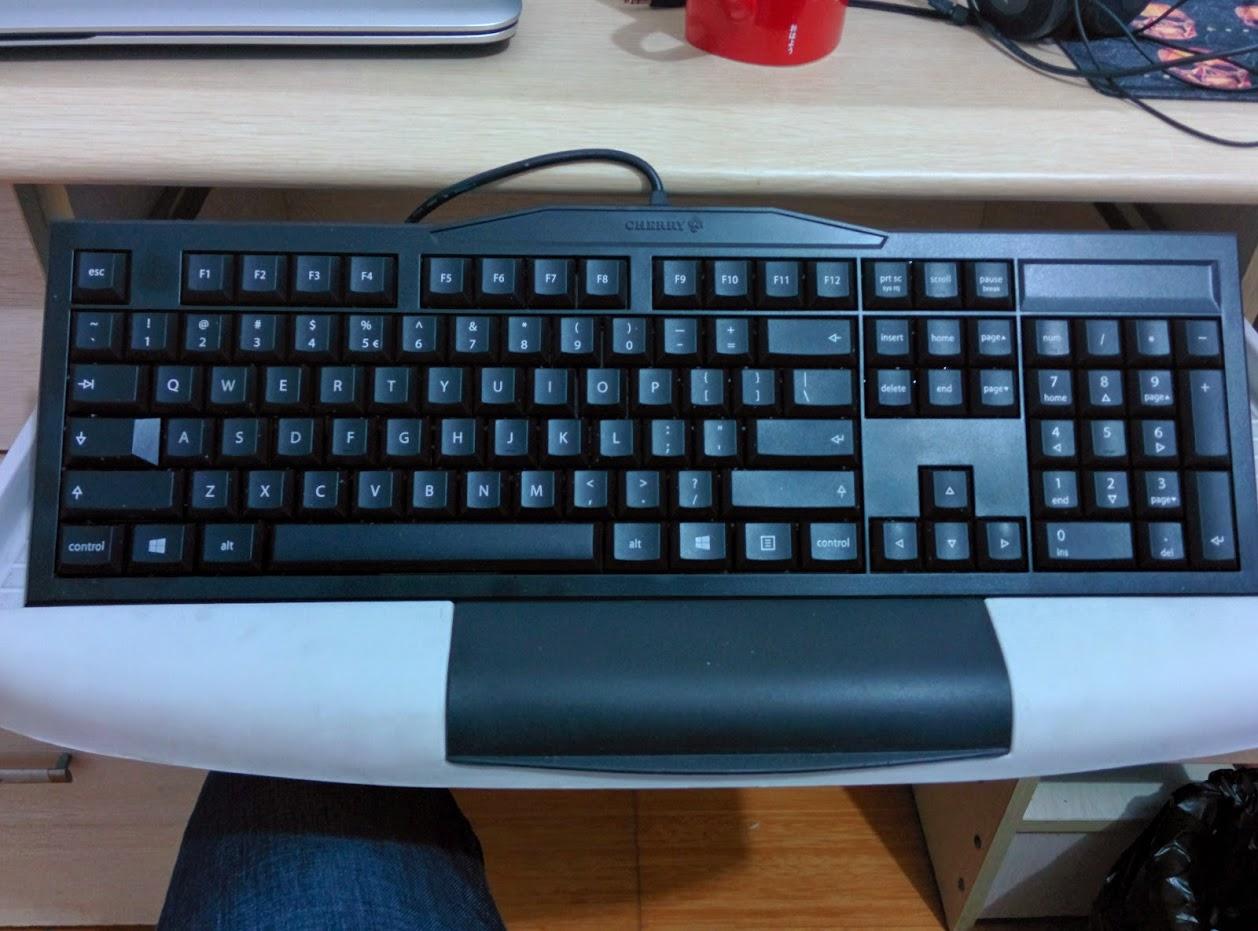 红轴机械键盘一枚,近500大洋